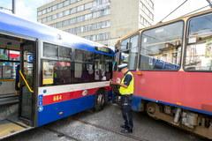 Bydgoszcz: Zderzenie autobusu z tramwajem
