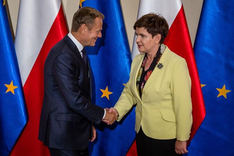 Były premier Donald Tusk i obecna szefowa rządu Beata Szydło /AFP