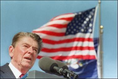 Były prezydent USA będzie patronem placu w centrum Nowej Huty /AFP
