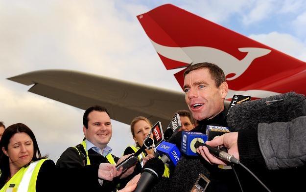 Cadel Evans po wylądowaniu w Melbourne /AFP