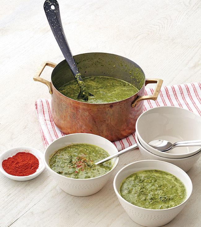 Caldo Verde z zielonych warzyw z ciecierzycą /materiały prasowe