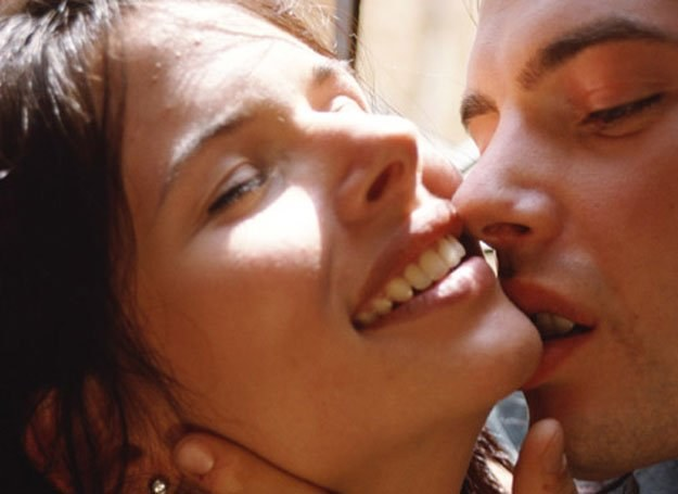 Cały sekret udanego pocałunku tkwi we wzajemności /INTERIA.PL