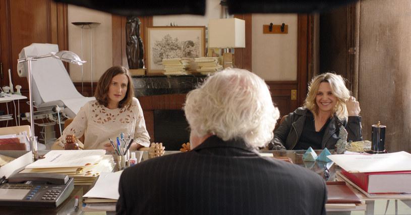 """Camille Cottin i Juliette Binoche w scenie z filmu """"mamy2mamy"""" /materiały dystrybutora"""