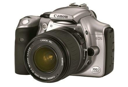Canon EOS 300D - pierwsza amatorska lustrzanka cyfrowa Canona /materiały prasowe