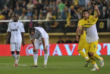 Capdevila wie, że wygrana z Realem poprawi humor jego i kolegów z Villarreal /AFP