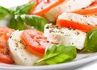 Caprese – klasyczna sałatka z mozzarelli i pomidorów