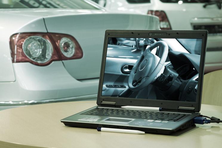 Car hacking to możliwość przejęcia kontroli nad samochodem przez osoby postronne /© Glowimages