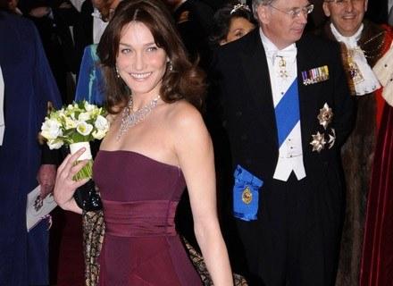 Carla Bruni - szyk i elegancja w każdym calu /AFP