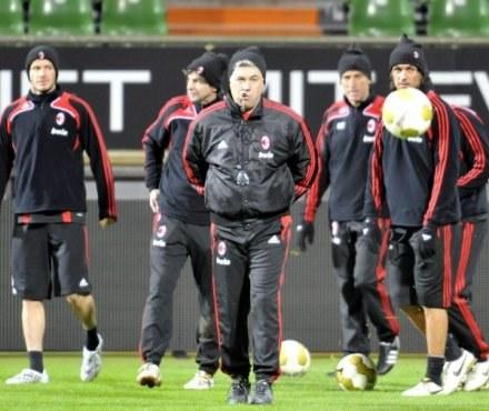 Carlo Ancelotti (w środku) wziął winę na siebie. /AFP