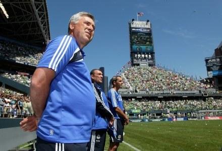 Carlo Ancelotti wierzy, że Terry zostanie w Chelsea /AFP