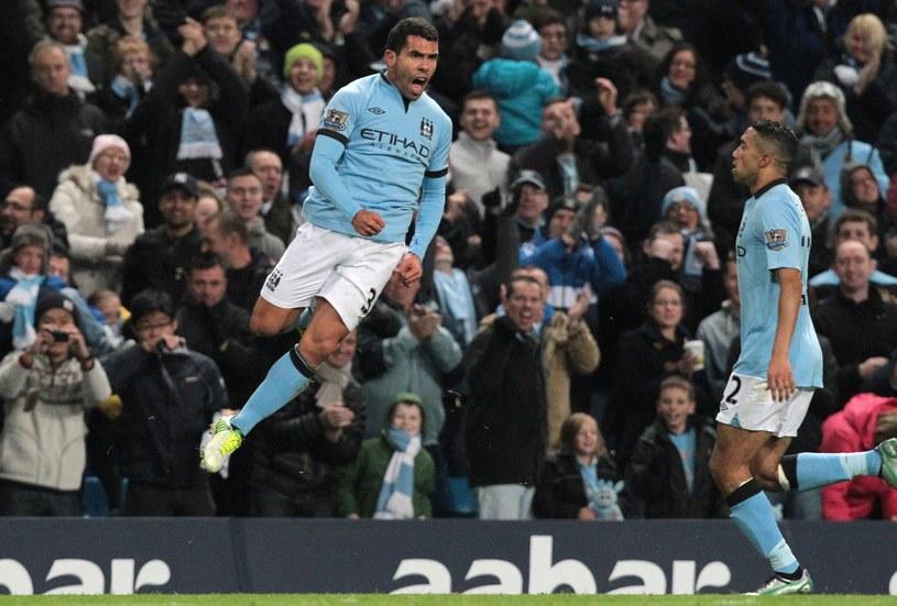 Carlos Tevez cieszy się z gola dla Manchesteru City w meczu ze Swansea City /PAP/EPA
