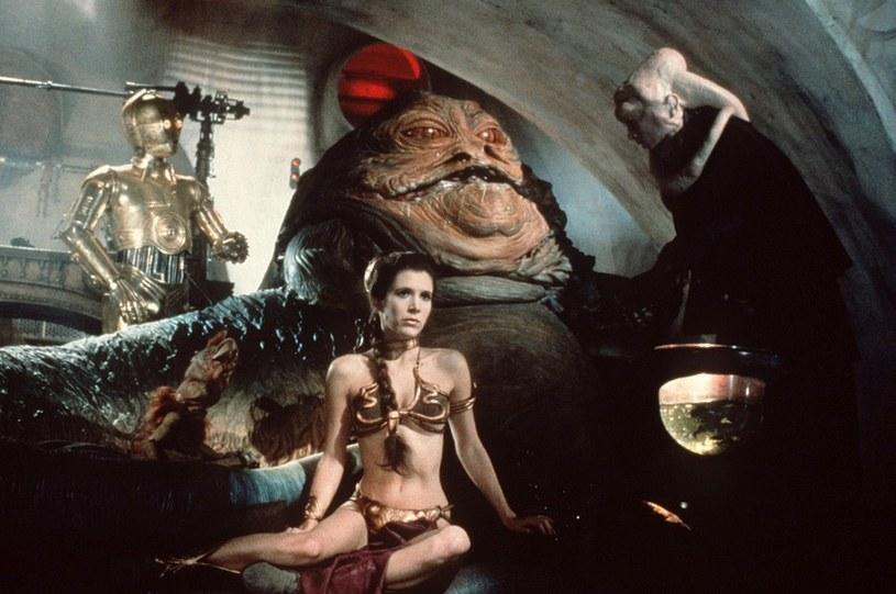 """Carrie Fisher w złotym bikini w """"Powrocie Jedi"""" /Screen Prod / Photononstop /East News"""