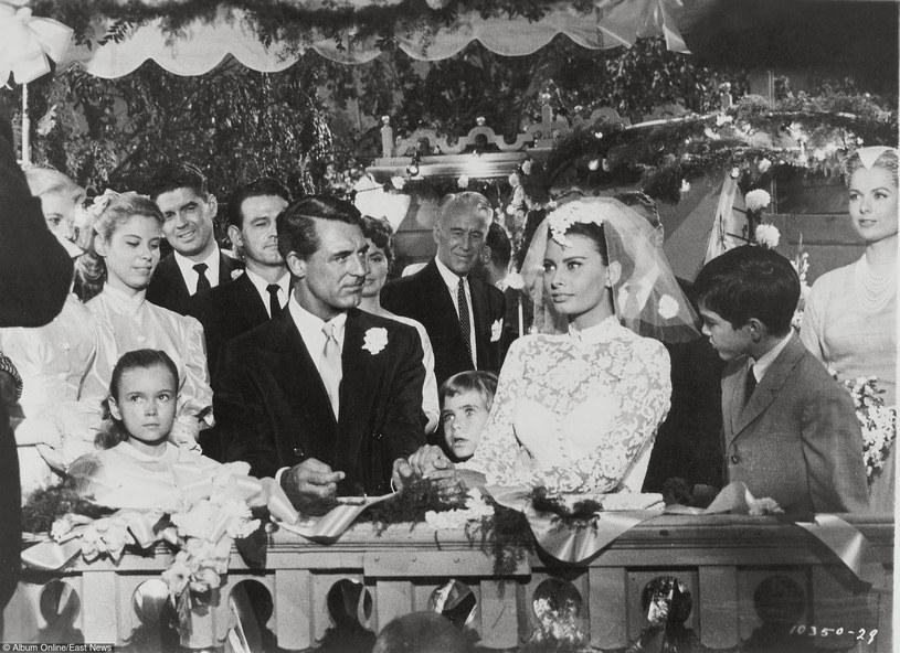 """Cary Grant i Sophia Loren w filmie """"Dom na łodzi"""" /East News"""