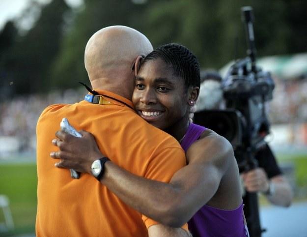 Caster Semenya cieszy się z wygranej w Lappeenranta /AFP