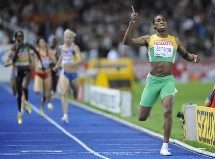 Caster Semenya pędzi po złoty medal mistrzostw świata /AFP