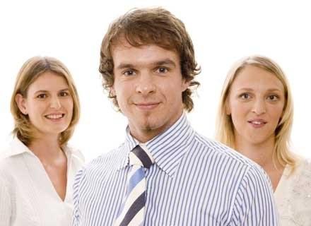 Casual Fridays to dzień, w którym możesz ubrać się bardziej nieformalnie do biura /INTERIA.PL
