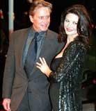 Catherine Zeta Jones z mężem Michaelem Douglasem /INTERIA.PL