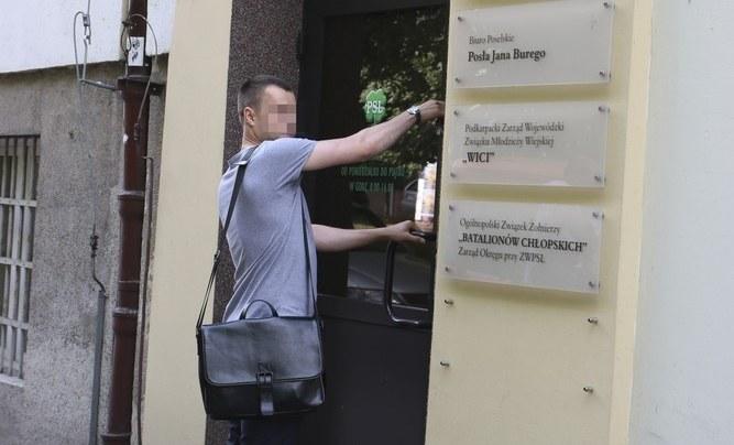 CBA w biurze poselskim Jana Burego /Paweł Bialic /Reporter
