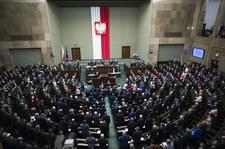 CBOS: Pięć partii w Sejmie, PiS ciągle na mocnym prowadzeniu