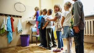 CBOS: Polacy nie chcą sześciolatków w szkołach