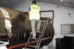 CBŚ zatrzymało oszustów przerabiających olej opałowy na paliwo