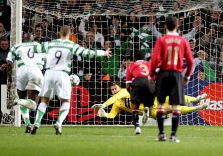 Celtic - ManU 1:0. Artur Boruc broni strzał z 11 metrów /AFP