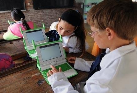 Cena laptopa OLPC przekroczyła ostatecznie 200 dol. Indie chcą notebooka 20 razy tańszego /AFP