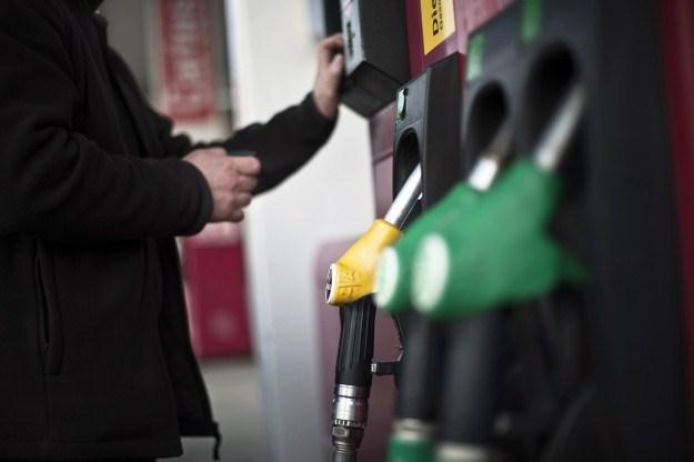Ceny diesla dogonią ceny benzyny /AFP