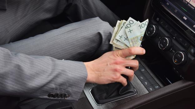 Ceny niektórych z pozoru niedrogich elementów stanowią nawet 70% wartości auta. /Motor