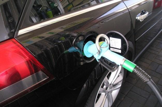 Ceny paliw nieco spadły /INTERIA.PL
