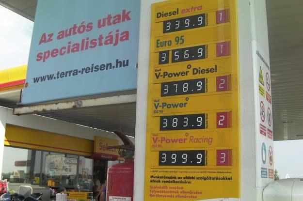 Ceny paliwa na Węgrzech. 1 forint =  0.0150 zł /INTERIA.PL