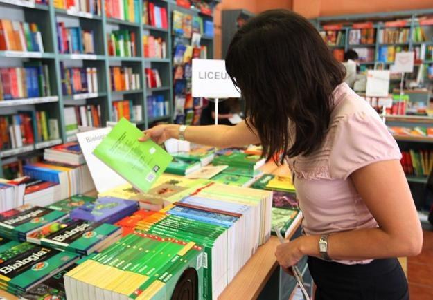 Ceny podręczników skoczyły grubo ponad VAT, fot. S. Kowalczuk /East News