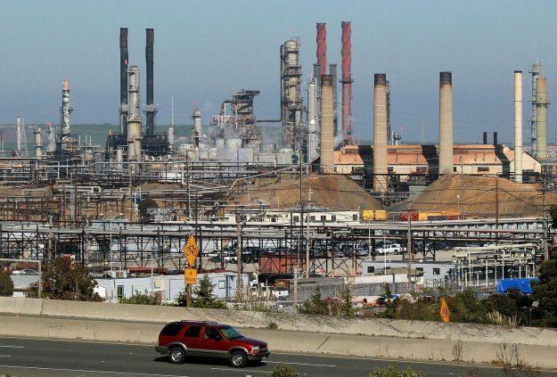 Ceny ropy spadają /AFP