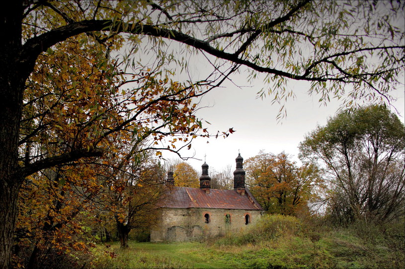 """Cerkiew w Króliku Wołoskim, dawnej wsi łemkowskiej, wysiedlonej w czasie akcji """"Wisła"""" /Daniel Pach /FORUM"""