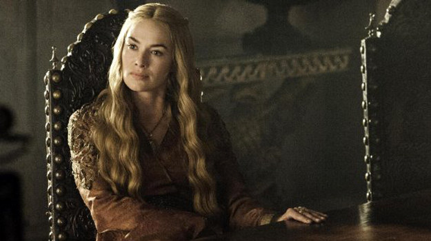 Cersei Lannister (Lena Headey), chcąc władzy, zraża do siebie lud i nie pomoże jej nawet gwardia... /HBO