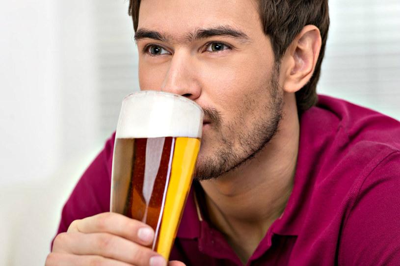 Cervesario musi wykazać się nie tylko czułym zmysłem smaku, ale i ogromną wiedzą na temat piwa /©123RF/PICSEL