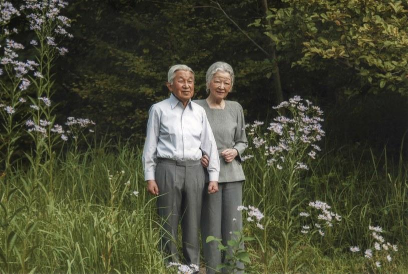 Cesarz Japonii Akihito z cesarzową Michiko /AFP