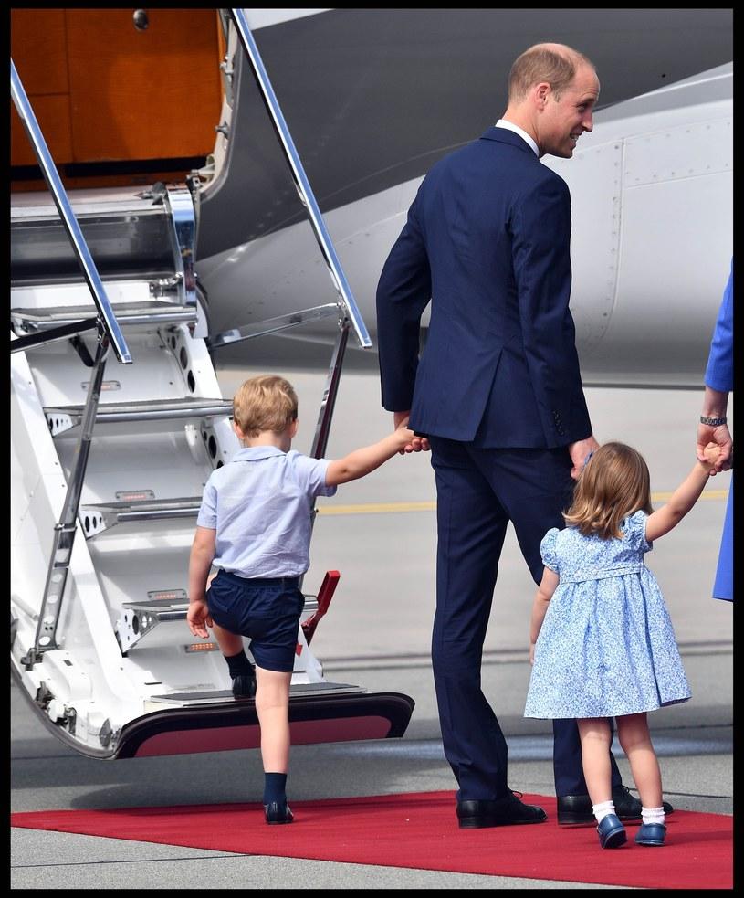 Charlotte chce już iść do samolotu, fot.Andrew Parsons / i-Images/ /East News