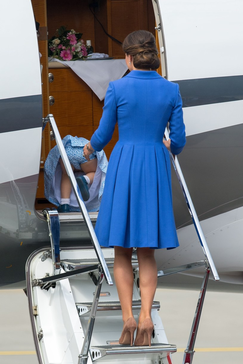Charlotte wywróciła się wchodząc do samolotu, fot. PA Wire/PA Image /East News