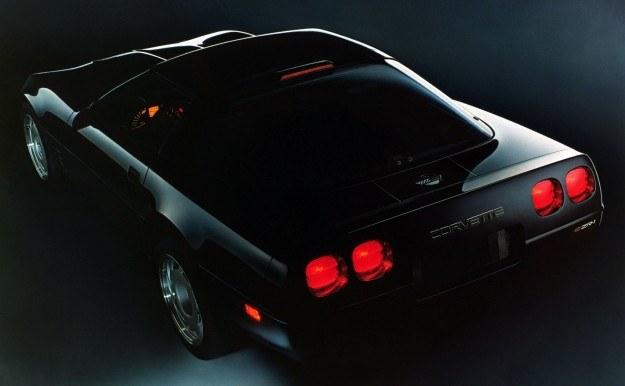 Chevrolet Corvette ZR-1 zdobyła w marcu 1991 roku siedem międzynarodowych rekordów, pokonując w ciągu doby dystans 4221 mil ze średnią prędkością 282 km/h. /Chevrolet