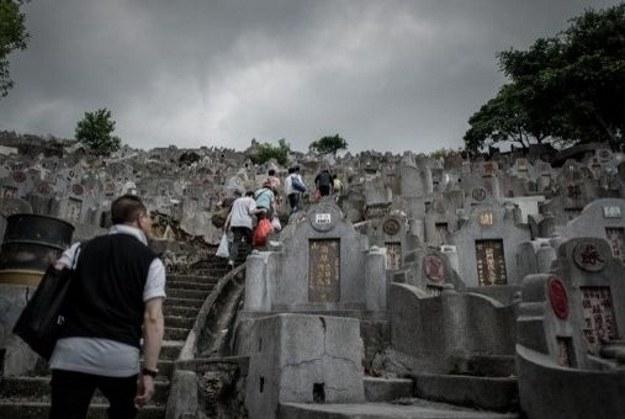 Chińczycy czczą zmarłych /AFP