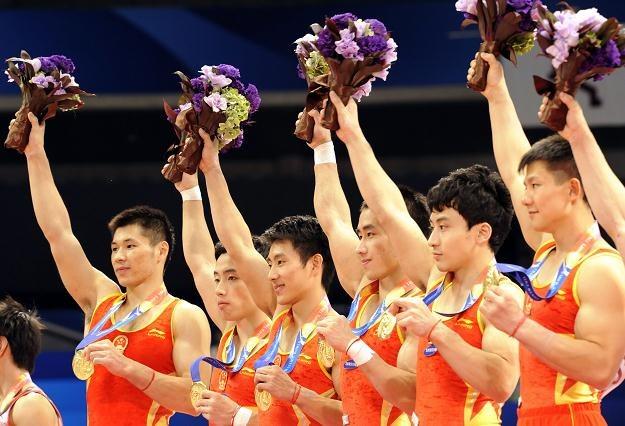 Chińczycy zdobyli złoty medal w wieloboju drużynowym /AFP