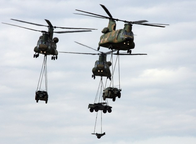 Chinooki z ładunkiem /AFP