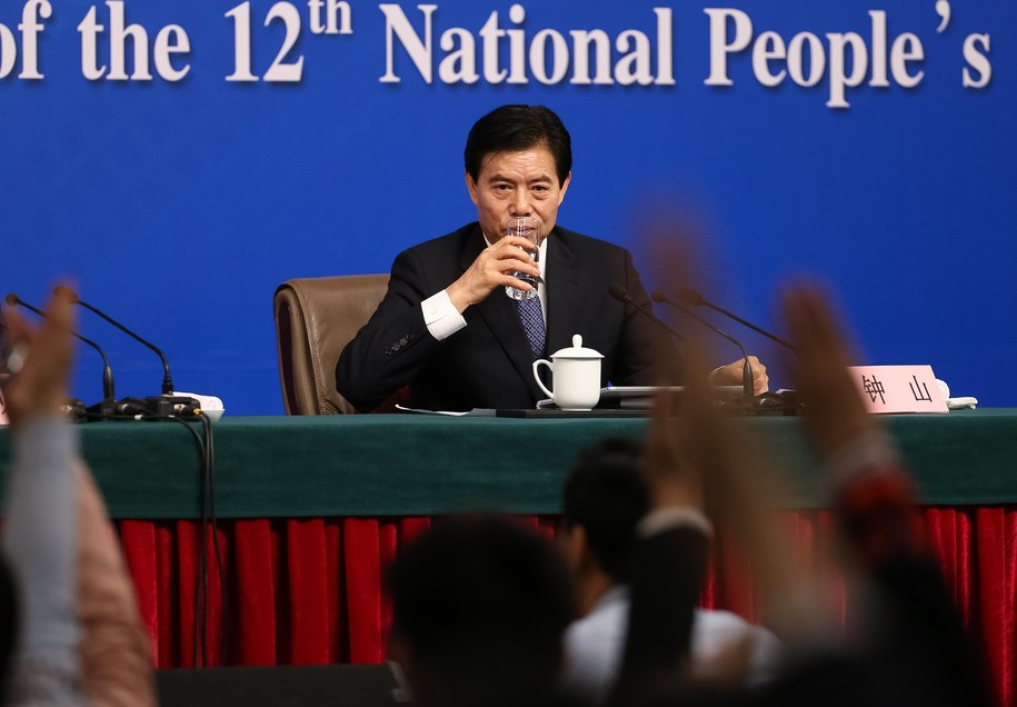 Chiński minister handlu /ROMAN PILIPEY /PAP/EPA
