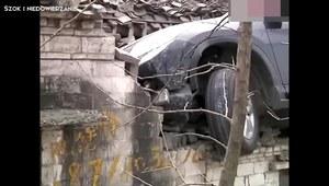Chiński mistrz parkowania wylądował na dachu...