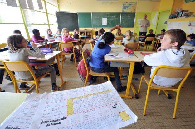 Chipy RFID w legitymacjach szkolnych to naprawdę dobra ochrona przed wagarowaniem? /AFP