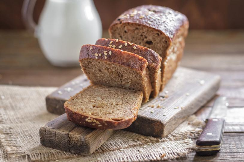 Chleb dalej zajmuje szczególne miejsce w tradycji obrzędowej - od wielkich świąt, aż po rodzinne uroczystości, takie jak wesela czy pogrzeby /123RF/PICSEL