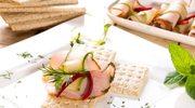 Chlebki zbożowe z szynką i chrzanem