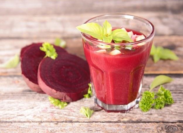 Chłodnik możesz również doprawić jogurtem naturalnym /©123RF/PICSEL