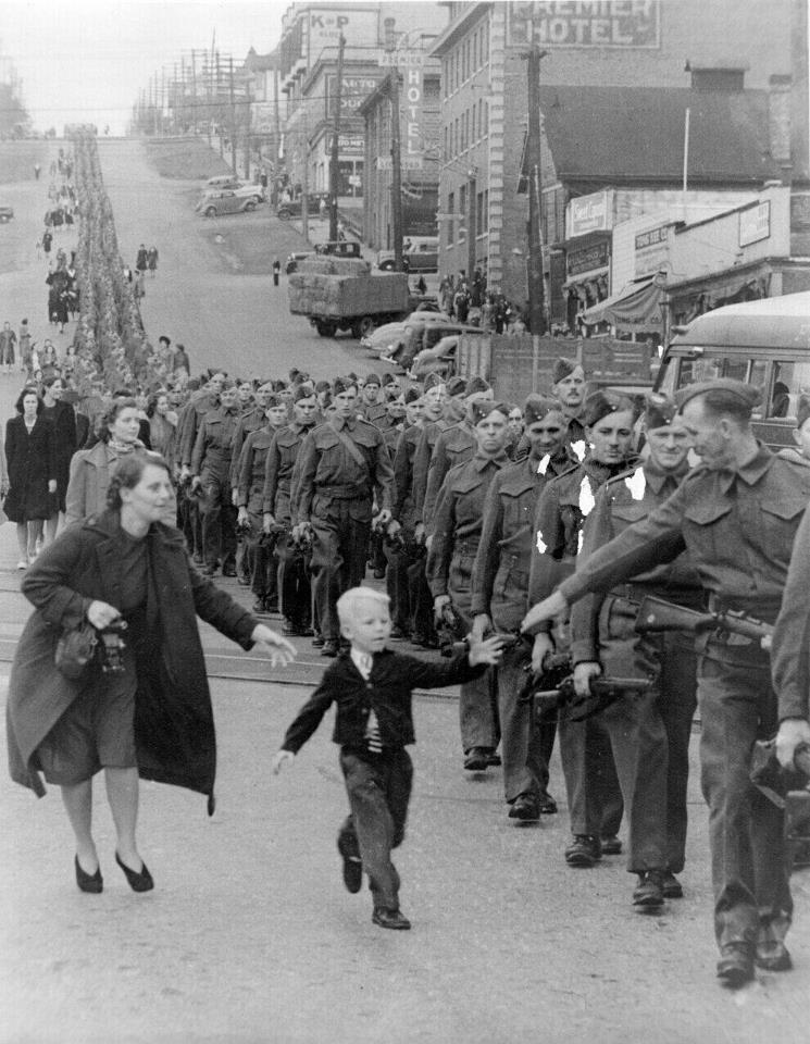 Chłopiec biegnący za ojcem /Agnieszka Lisak – blog historyczno-obyczajowy